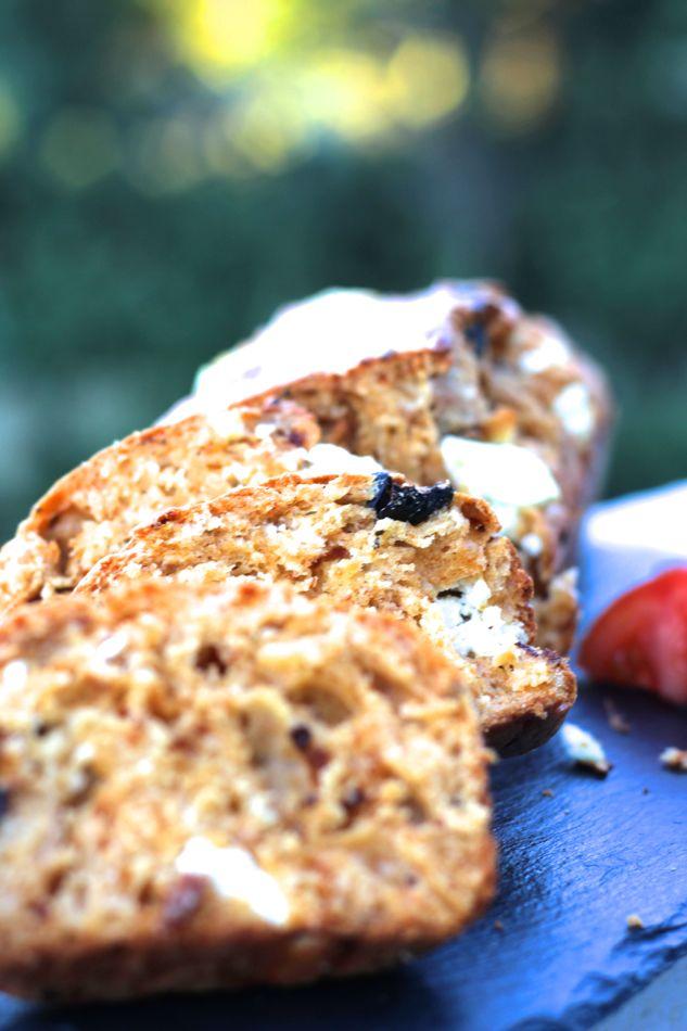 recette-cake-feta-tomates-olives