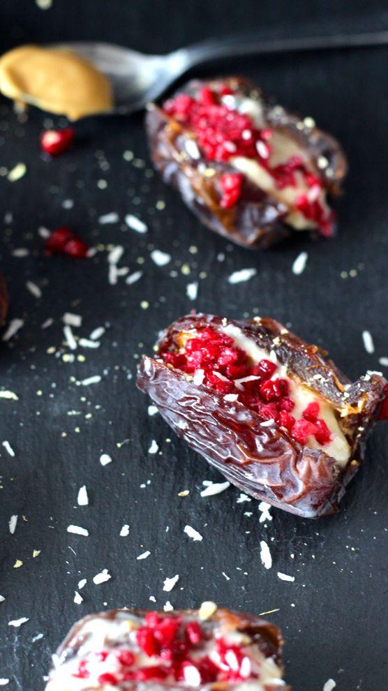 Il est temps que je vous parle de ces petites bouchées, que j'ai appelé dattes au beurre de cacahuète, farcies avec une purée d'oléagineux.