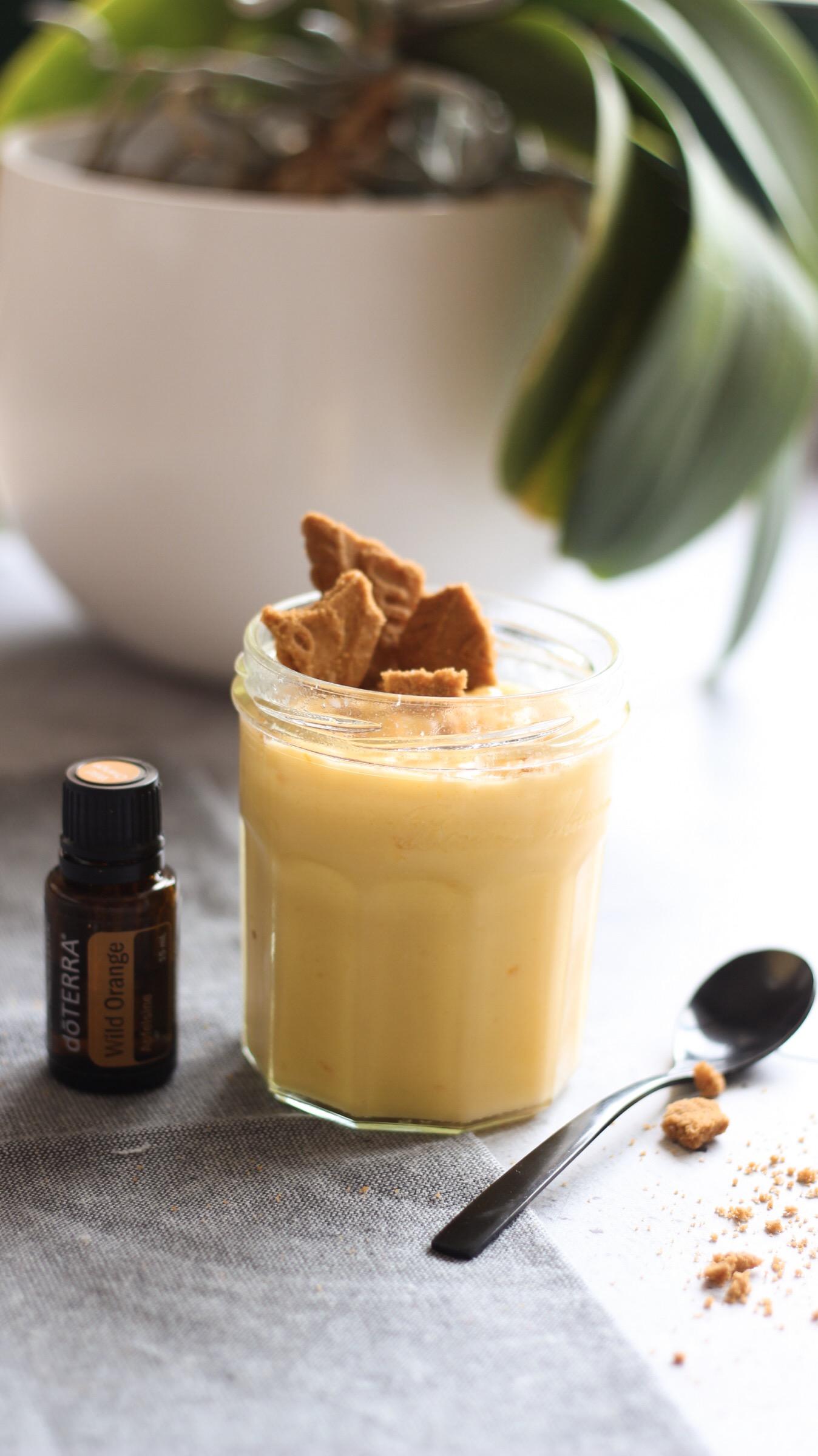 La crème à l'orange maison est idéale pour accompagner les toasts du petit déjeuner, en garniture dans toutes sortes de gâteaux et génoises, muffins, crêpes.